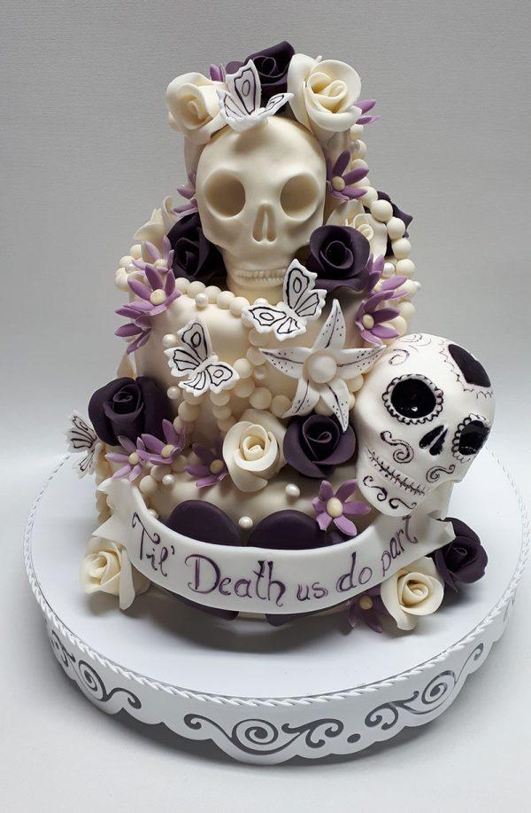 Hochzeitstorte Totenkopf lila-weiß 1