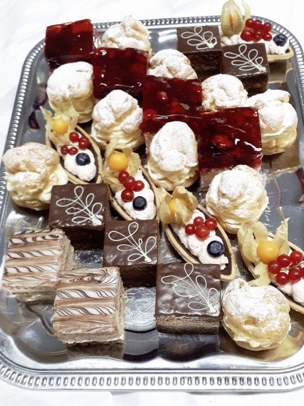 Dessertplatte pro Person (3 Stück) 1